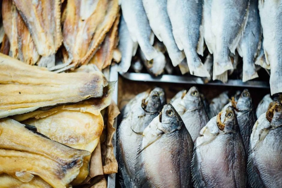 foto com diversos peixes, que são uma alternativa ótima para carne vermelha