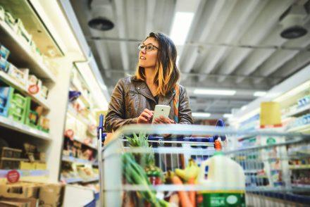 aprenda a fazer uma lista de compras para quem mora sozinho
