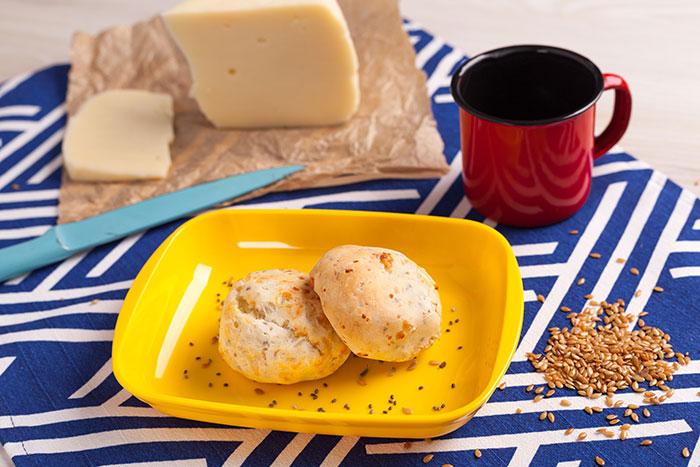 mini pão de queijo com chia