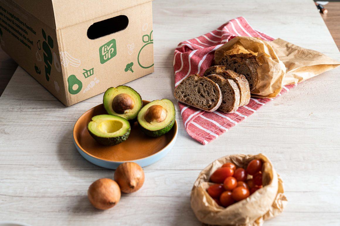 ingredientes do avocado toast em uma mesa