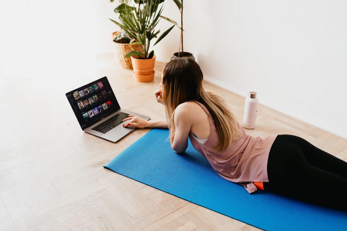 exercícios com elástico pra fazer em casa