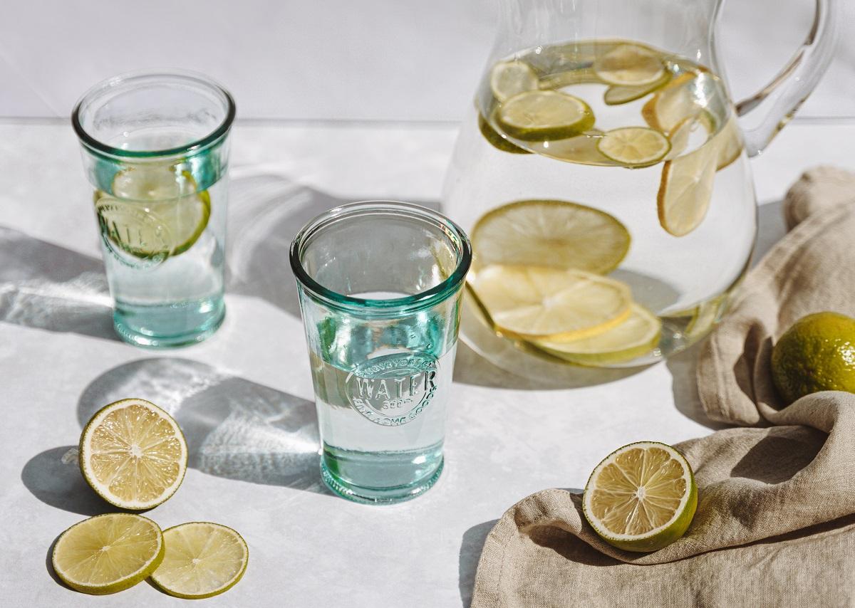 benefícios do limão com água no dia a dia