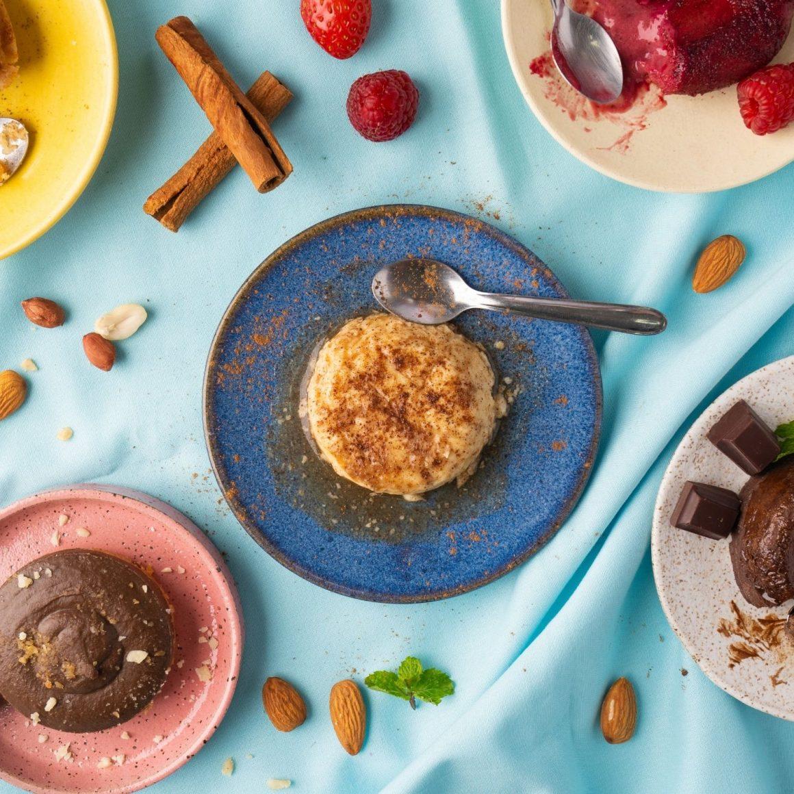 doces sem açúcar da liv up em uma mesa